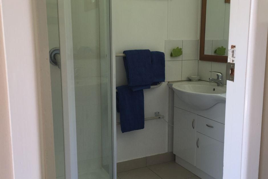 Cottage +Super King Bed Rm Air Con plus wifi andamp; BBQ