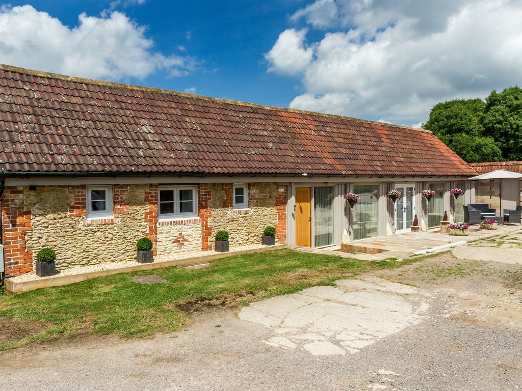 Oxen cottage pet friendly with a garden i homeaway - Pet friendly cottages with swimming pool ...