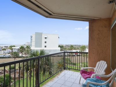 Photo for Hula Hut has an ocean view and a newly remodeled condo!