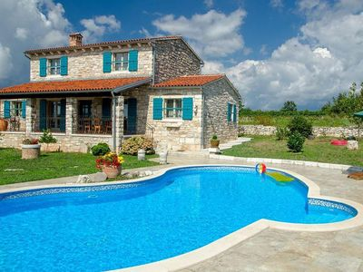 Photo for Traditonal stone villa for 9 people with pool in Central Istria