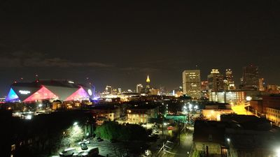 Photo for 5min walk to Super Bowl - 2/2.5 bright loft with 2 car garage; rooftop. Sleep 10