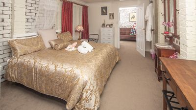"Photo for Tenterfield Boutique Accommodation ""Classic Country Charm"" in a quite location"