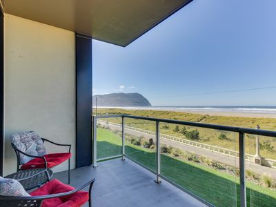 Photo for Lovely oceanfront condo with easy beach access, shared pool & sauna. Dogs ok!