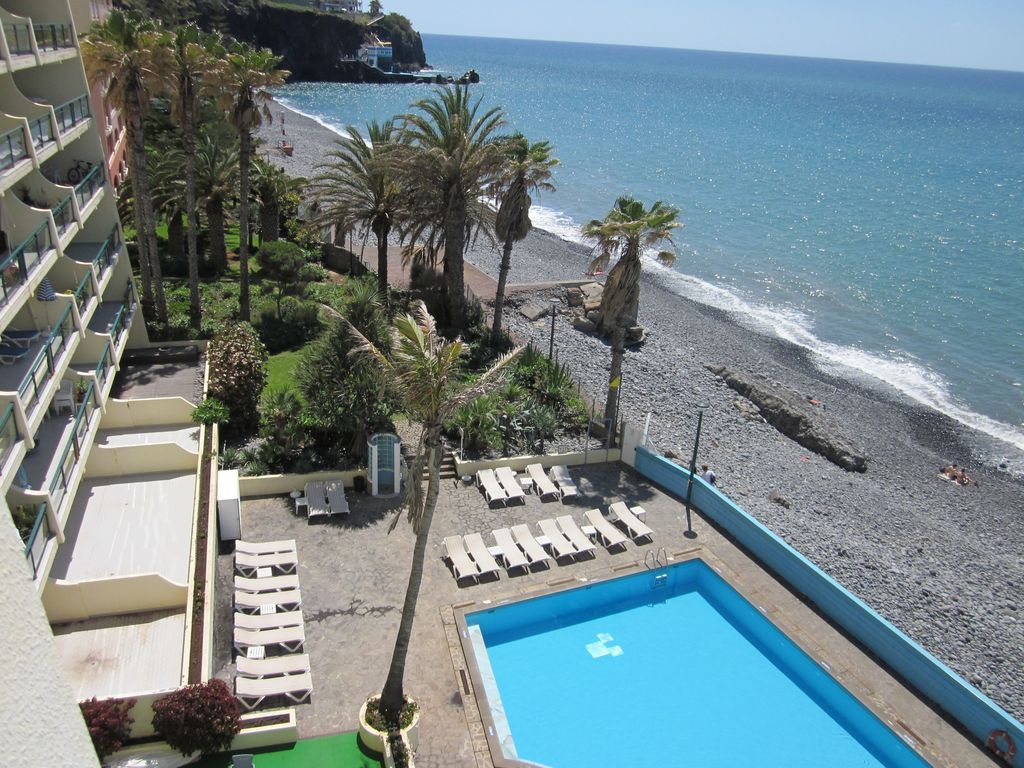 Hotel Apartment With Direct Sea Access And Swimming Pool