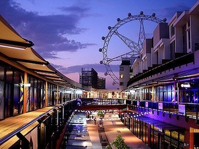 Photo for Stay right above the District shopping centre in the heat of Docklands!