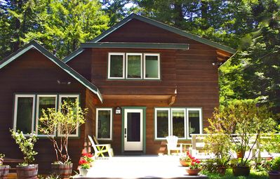 Welcome to Redwood Majic in Mendocino! Located just 1 mile from the Village.