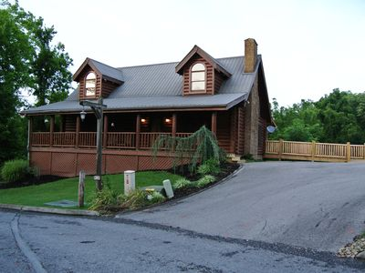 Eagle's Landing: Newly Renovated Luxury Cabin In The Heart Of Pigeon Forge