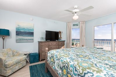 Beautiful Beach front Master Bedroom - Wake up to the sounds of the beach and enjoy your beach front vacation.