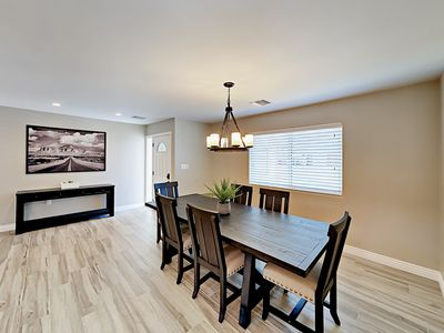 Dining Area - Gather at the 6-person dining room table to enjoy your meals, as a group!