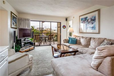 Great Space - The living room seats are comfortable, the view is spectacular, and the Florida experience is just around the corner. Book your stay at Santa Maria 300 today!