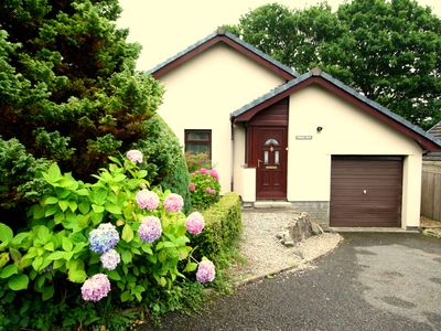 Photo for Boutique Style Cottage, Parking, WiFi, Walk to Beach