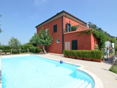 Photo for Apartment in a winery in the countryside with pool and breathtaking view
