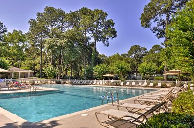 Up to 6 guests will have access to Fiddler's Cove amenities, including a pool!