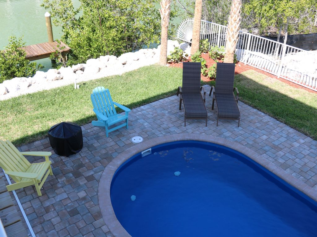 Special fall rates pool beach private dock on canal fish for Dock fish cleaning station