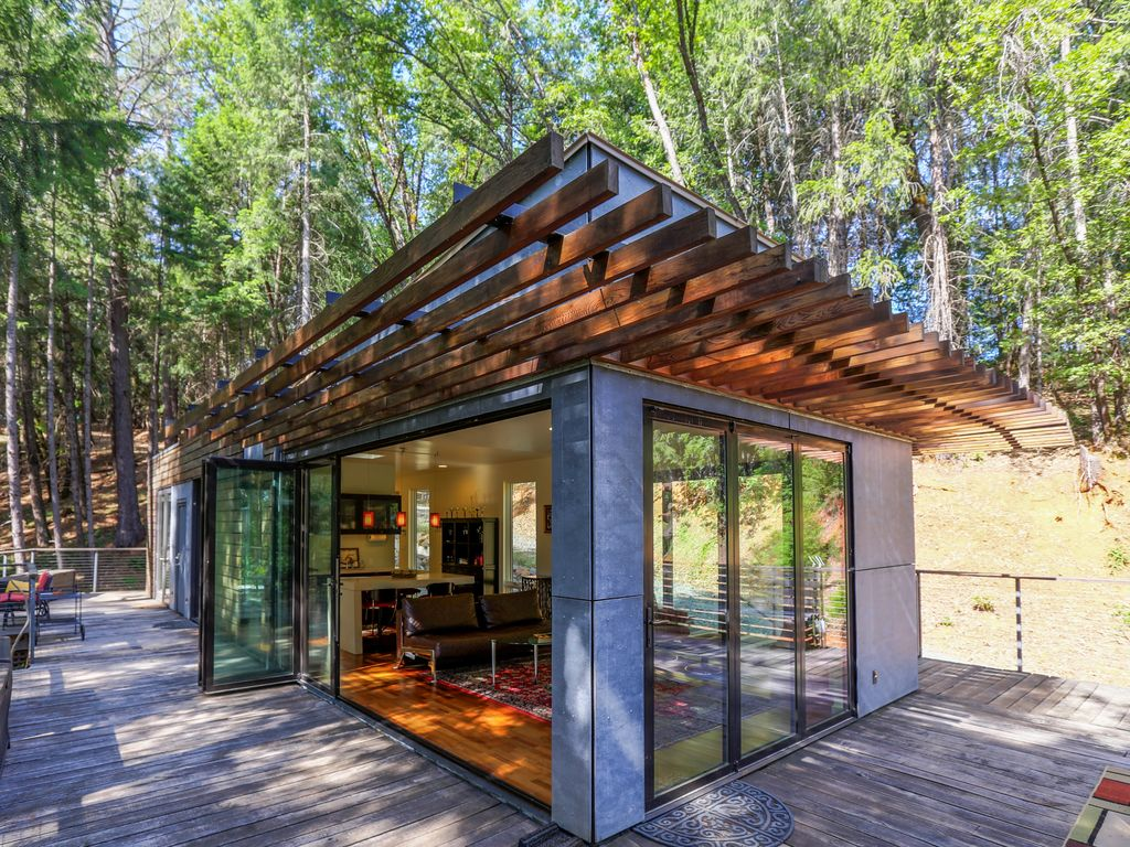 Glass Lake House & Lake View Tiny Home - Grass Valley