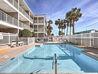 Photo for Destin Condo w/Pool & Spa Access-100 Yds to Beach