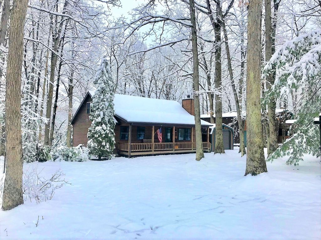 Lake Access Cabin with Dock, Loft, Hot... - HomeAway Swanton