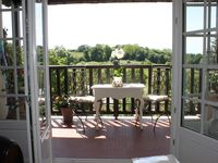 Very comfortable apartment, in quiet situation with spectacular outlook.