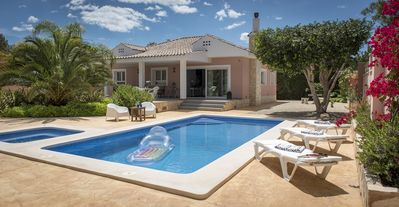Photo for Luxury villa with pool & whirlpool
