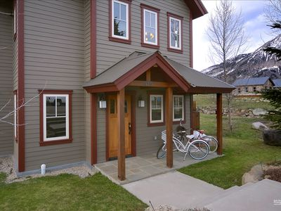 Photo for Fabulous 4 Bedroom Home in Town! Incredible Views! Townie Bikes Included!