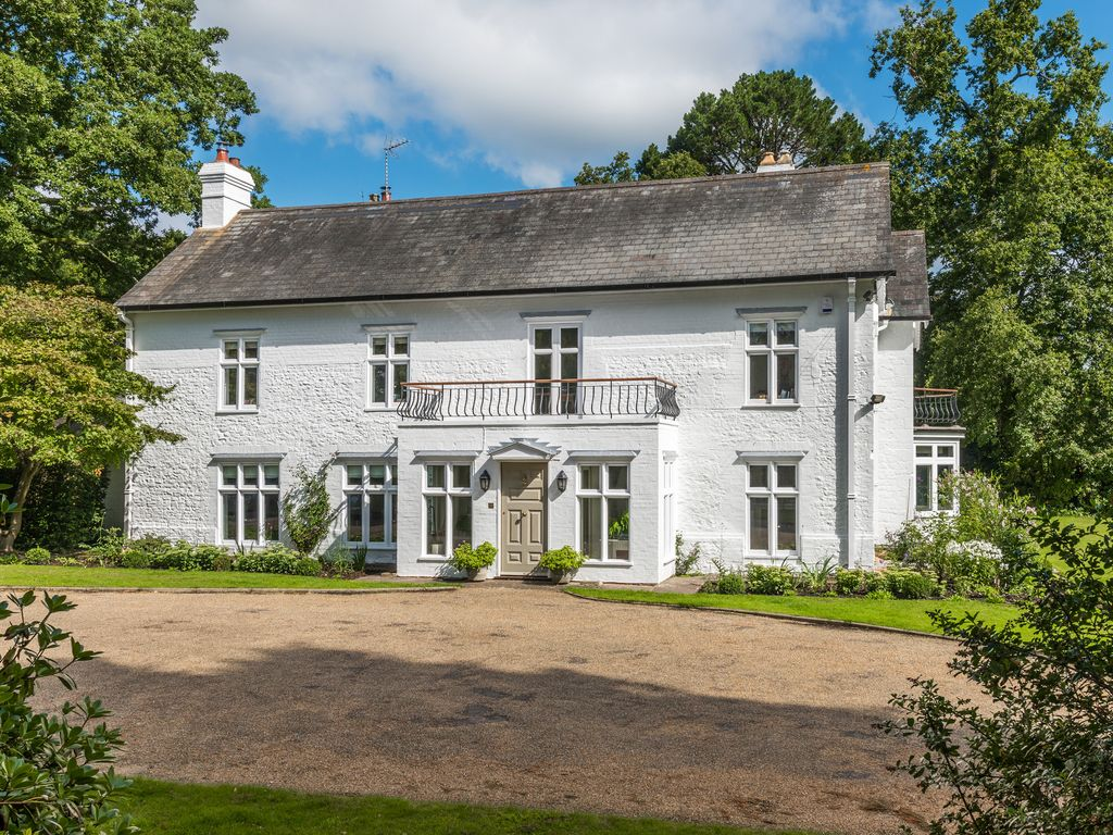 A Stunning 7 Bedroom Family Home, Sleeps 14 18 Set In 60 Acres Close To  Liphook,. Liphook House Rental