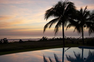 Sunset cocktails by the pool? Oceanfront luxury.