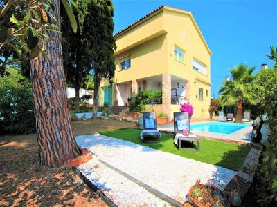 Photo for House with private pool, 6 rooms, table tennis, 14-16 pax