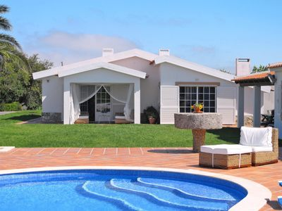 Photo for This 4-bedroom villa for up to 8 guests is located in Obidos and has a private swimming pool and Wi-