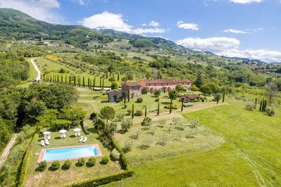Welcome to this superb villa, 15 minutes from Lucca