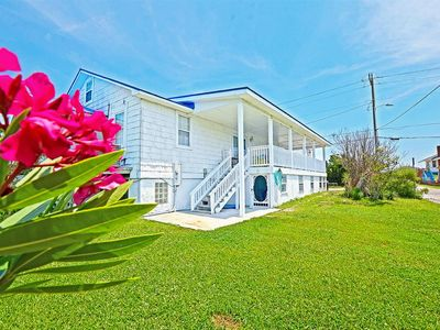 Photo for Pet Friendly just steps away from the beach!