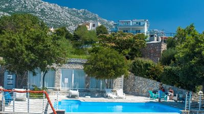 Photo for A2 - Swimming pool, tennis court, billiards, sea view, right on the private beach