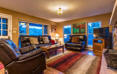 Photo for Creekside 3-br ski condo w/fireplace, pool, hottub, free shuttle to slopes