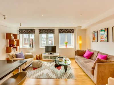 Photo for Chic and Bright 2Bed/2bath flat in Farringdon