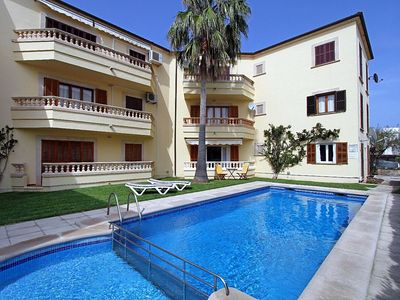 Photo for Well presented ground floor apartment, pool, sandy beach
