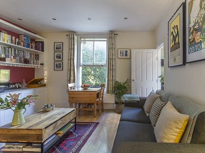 Photo for A delightful 2 bedroom flat situated close to Hampstead Heath, sleeps 5! (veeve)