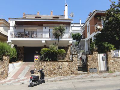Photo for Costa Brava, 800m from the beach, children's pool, garden, games, barbecue