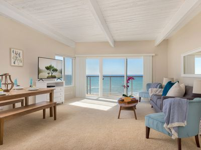 Photo for Charming Seaside Retreat with Direct Beach Access E806-0