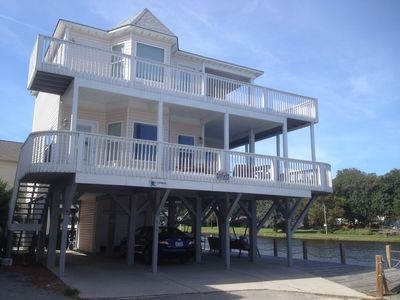Lovely vacation home on peaceful Magnolia Lake. Ocean views and five minute walk to the beach.