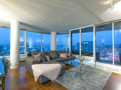 Photo for 3 Bed Sub-penthouse Downtown W/ Water Views!