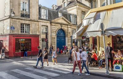 A STROLL TO BHV,NOTRE DAME,POMPEDUO-RUE BEAUBOURG