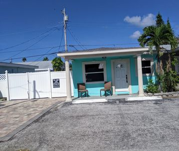 Photo for Flipper's Mad Beach Cottage