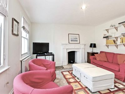 Photo for Spacious Philbeach Gardens apartment in Kensington & Chelsea with WiFi & shared garden.
