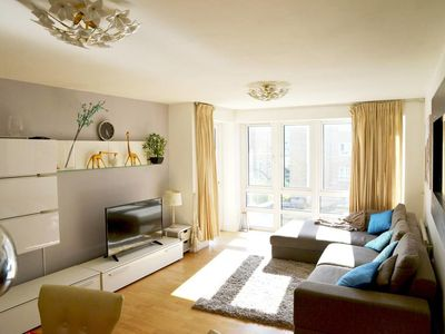 Photo for Cosy & Bright 3 Bed Apartment w/ Private Balcony