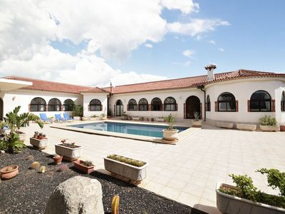 Photo for Beautiful villa in the south of Tenerife with a delightful terrace and pool
