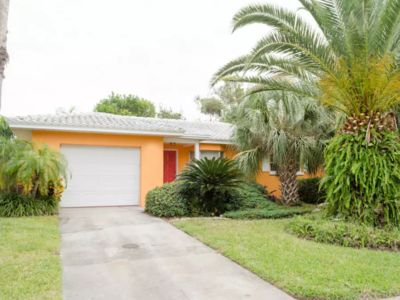Yellow Flower Beach House Steps To Beach Dogs Welcome Rec Pool Great Location!