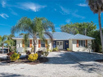 3 Minute Walk to the Gulf Beaches & Private Heated Pool - In Holmes Beach