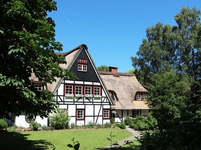 Photo for Thatched cottage with proximity to the Baltic Sea, outdoor sauna, playground and large garden