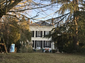 Lovely Lodge & Coach houses on the grounds of a C19th Villa. Ideal Giverny/Paris