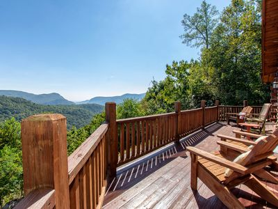 Stairway to Heaven - This cabin rocks with stunning views, a game room, and more!