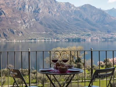 Photo for Spacious Ca' Maria Peonie apartment in Bellagio with WiFi & balcony.